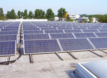 All of the electricity we use comes from renewable sources. Our own solar energy system generates electricity that is fed into the public power grid.